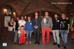 Foto di gruppo con sindaco inaugurazione mostra 40 anni palio